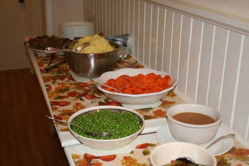 photo of food on a table to feed many people